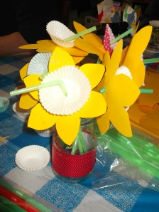 Card/drinking straw dafodil craft